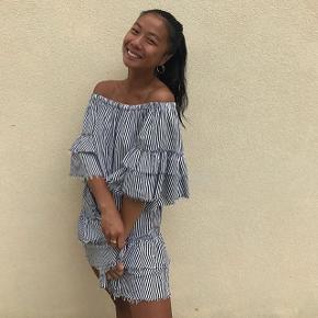 Smuk off shoulder kjole, kun brugt to gange  #blackfriday