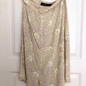 Super fin nederdel med print Fra Vero Moda ( MM / VM ). Matchende skjorte sælges også.