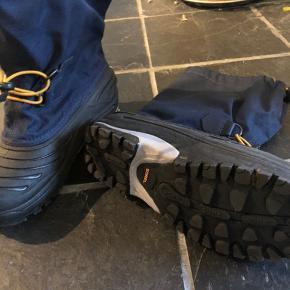 Varm støvle med udtagelig inderstøvle. Stor i str og brugt meget lidt.