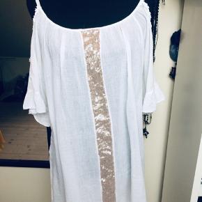 Made in Italy bluse  Brystmålet er 2 x 70 cm Længde 75 cm