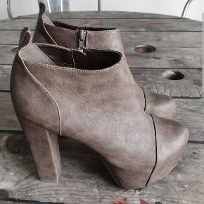 Plateau heels fra Nelly, ubrugte, str. 40, nypris 399