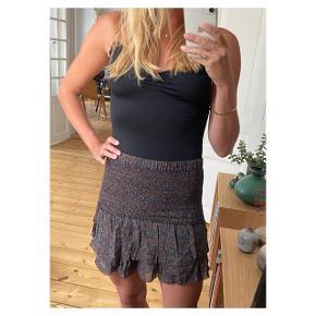 Smukkeste nederdel  Se også mine andre annoncer eller følg mig på Instagram @2nd_love_preowned_fashion