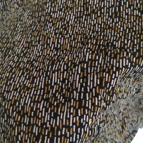 Fin kjole i elastisk materiale  Aldrig brugt   Se også mine andre annoncer! Alt tøjet passes af en str. small - mængderabat gives 👌🏻😋👗👠👙