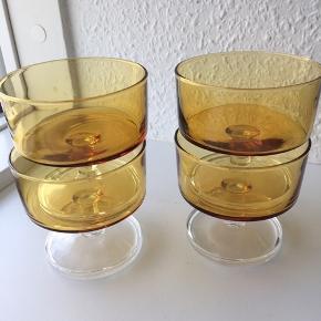 Luminarc Chamapagneskåle i røgfarvet glas. Mega smukke og også fine til desserter eller forretter. I perfekt stand