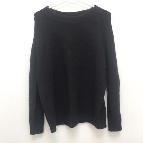 Envii-sweater. Skriv for flere billeder. Super fin, og kan styles på flere måder:)