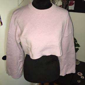 Halløj❤️ Sælger denne fine sweater fra Zara.  Næsten ikke brugt  Prisen er fast, og ikke til forhandling.  God sommer☀️