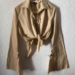 Blouse style country beige avec laçage devant  - taille M - se noue devant - manche larges depuis le coude !