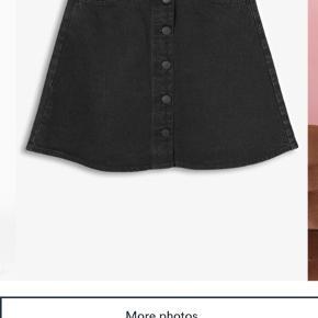 Nederdel fra Monki - sælges for 60kr ✨  Køber betaler fragt