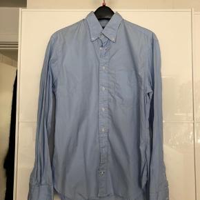 Flot skjorte fra en amerikansk brand Gitman Bros, som er kendt for deres kvalitets skjorter. Skjorten er næsten ikke brugt og derfor fremstår som næsten ny.   Np 1200kr  Fast pris 250kr esksl Porto