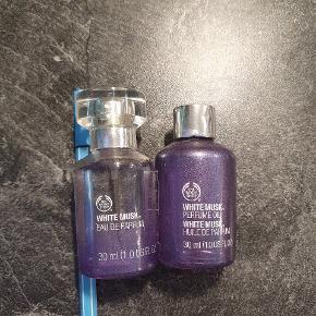 De har en del år på bagen, men der er stadig meget tilbage, især i parfume olien. Jeg bruger dem ikke længere.   Med forsigtighed kan vi mødes, men forsendelse vil være at foretrække.