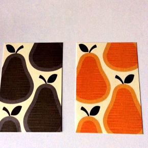 2 Kunstkort af Orla Kiely.  Str. ca. 5x4,5 cm.  pris for begge: 15 kr. - sælges kun samlet.  Muligt at hente varen på min hjemmeadresse: Husumgade, Nørrebro. - Ellers plus porto.  Bytter ikke.    Annoncen slettes, hvis solgt.