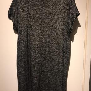 Fin mørkegrå kjole