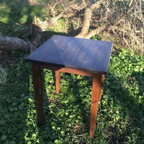 Solidt kvadratisk bord 70 gange 70, 80 høj