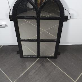 Spejl lavet af gammelt stald vindue. Skriv endelig ved spørgsmål 😀👍