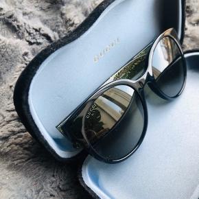 Helt nye solbriller fra Gucci. Der følger etui, pose og klud med.