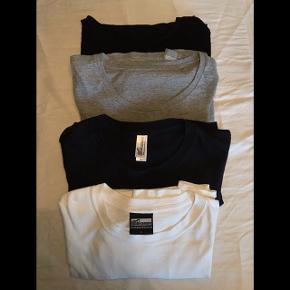 """Sælger disse 4 basic langærmede t-shirts: 2 fra mærket """"Gone Retro"""" og 2 fra mærket """"Teeshoppen"""". De er kun brugt få gange til, at have indenunder andet tøj. 75 kroner stykket eller alle 4 for 200. Nyprisen var 600.  Tag også et kig på mine andre annoncer - ved køb af flere ting finder vi en god pris."""