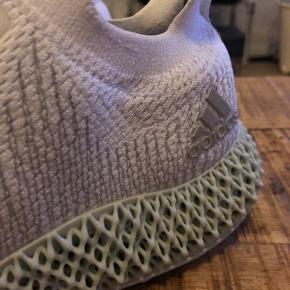 Adidas Alphaedge 4D med 3D-printet sål.  Str. 42 2/3.   God stand, lidt mørke snuder og trænger til et nyt snørebånd, da det er begyndt at flosse.   Har alt OG.