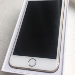 iPhone 6 16 gB i gold. Idag (14/4) stoppede den med at lade op, har ellers fungeret fint indtil nu. Original kasse medfølger
