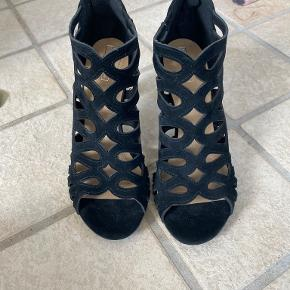 5th Avenue heels