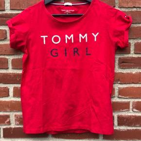 Brugt få gange. Bomulds T-shirt i flot rød farve. Køber betaler forsendelse😊