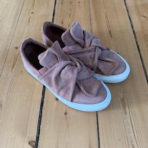 Pavement Ava Loop sko i Dusty Pink str. 40. Brugt en gang.   FAST PRIS: 300 kr. + evt. porto Nypris: 900 kr.