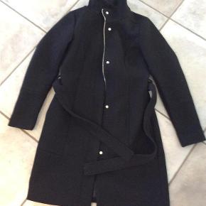 Varetype: Frakke Farve: Sort  Fin uldfrakke fra Vila Ikke ryger Sender gerne flere billeder BYD