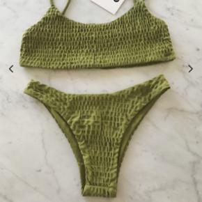 Helt ny ubrugt bikini sælges.  Underdel godt nok en størrelse L men svare til en str M.  Overdel Str S/M De købt inde på Americandreams.  Nypris 449