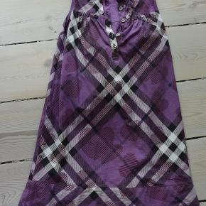 """Sød kjole, 8 år / 152 cm, har kun været brugt til """"pænt"""" brug, men i fin stand uden synlige brugsspor."""