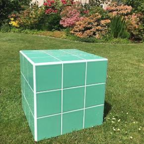Flot grøn med hvid fuge. Aldrig brugt.  45x45 cm
