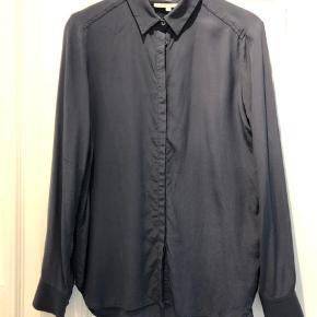 Fin silkeskjorte, brugt få gange. 100 % silke