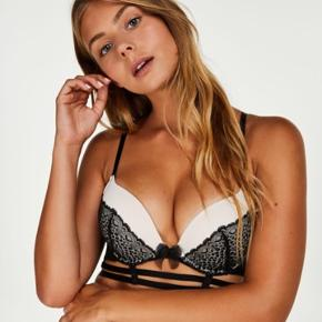 ❗️SELLOUT ❗️Closing shop in June 2020  Hunkemöller padded push up bra Black lace 🖤 Worn once  Size EU 70A  🖤🖤🖤