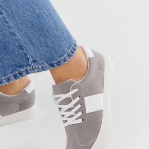 Helt Nye sneakers, har str 38 og 39 Købt på ASOS 75 kr pr stk