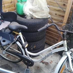 Superflot puch cykel med barnestol og kurv.