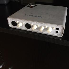 T.C Electronics Konnekt 8 lydkort, sælges...     Har nogle år på bagen efterhånden, og har ikke været brugt længe, men skulle virke fint..     Sælges uden strømforsyning, og usb kabel, da disse er blevet væk..      SE OGSÅ ALLE MINE ANDRE ANNONCER.. :D