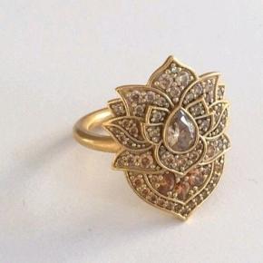 Julie Sandlau Lotus ring i str 54-55 sælges    #30dayssellout