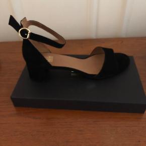 Helt nye Billi Bi sorte sandaler med 5 cm hæl.