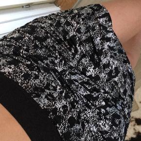 Super lækker nederdel i str M/38 🤍  55,-