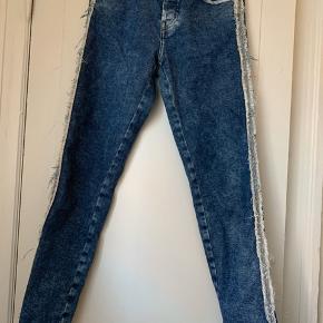 Super seje vintage diesel jeans. W25 L32. Brugt et par gange. De er designet til at se lidt slidte ud.  Np: omkring 750kr Mp: 200kr