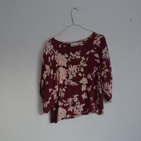Ganni kjole, som jeg selv har forkortet til en top, derfor den billige pris. Meget smukt print, fejler intet.