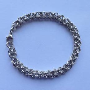 Sødt armbånd i sølv 925.  Tykkelse: 0,6 cm.  Længde: 18,5 cm.  Stemplet: 925
