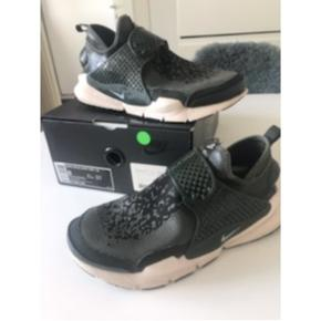 Sælger mine Nike x Stone Island sko kom gerne med bud.