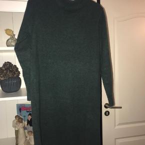 Fin strikkjole/bluse brugt få gange. Str. L Mp 155kr pp