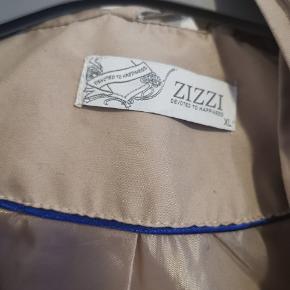 Flot jakke fra Zizzi str Xl. Ses og købes i Kolding eller sendes på købers regning! :)