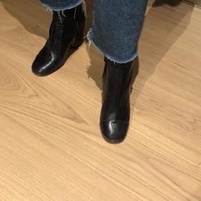 Støvler af ægte læder i dyb mørkeblå
