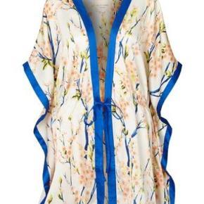 Sælger denne flotte kimono da et fejlkøb -aldrig brugt