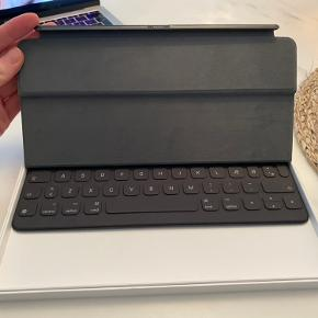 iPad Pro (10.5-inch) smart keyboard i sort. Aldrig brugt, fejler intet :)
