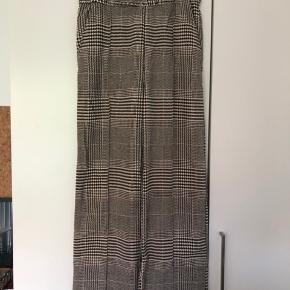 Højtaljede, ternede bukser fra H&M