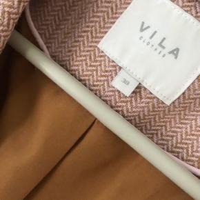 VILA BLAZER OVERSIZE - STR 38. Super flot lyserød/brunlig i mønsteret