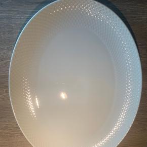 Hvid Lyngby Porcelæn Rhombe Stel - Serveringsfad 35 x 26,5 cm  Utydelig prik som fremvist på 3 billede Brugt meget få gange