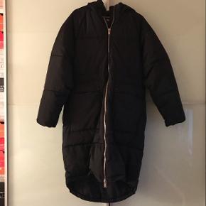 Ny lang jakke fra ONLY. Brugt ca. 5 gange. Byd